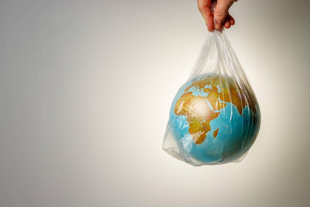 El plástico y la naturaleza, una relación complicada