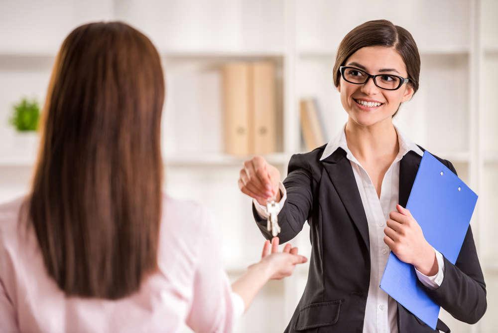 Entre pisos y contratos: Manual sobre como alquilar tu primera oficina